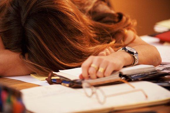 woman-sleeping-desk_121576k